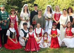 Szécsényi Mária – hagyományőrző ruhák