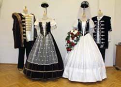 Csehiné Lublóváry Mónika – díszmagyar ruhák készítése