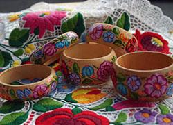 Szabadi Edit – kalocsai mintás porcelán termékek